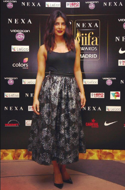 IIFA Awards 2016 Deepika Padukone Priyanka Chopra Style Photos Images 2