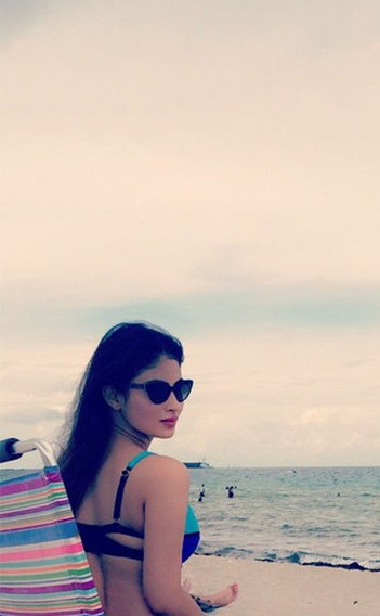 Mouni Roy Hot Unseen Beach Bikini Photos Images 6