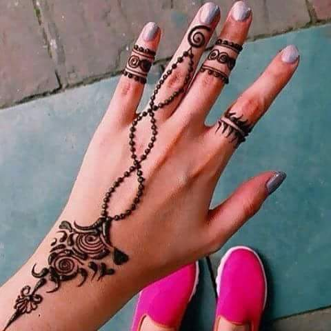 pendant-henna-design-simple